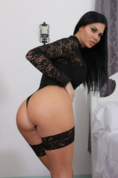 Jasmine-Jae-Black-Haired-Hottie-Gets-Her-Pussy-Ate-Out-And-Fucked-375x-l6vtbtgwbq.jpg