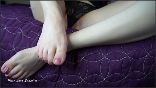 Pretty Little Feet Make You Cum - Luna Sapphire  - iwantclips