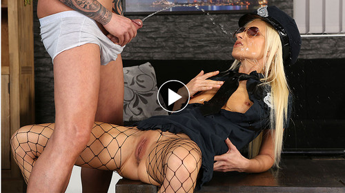VIPissy - Vanessa Hell Striptease At Home