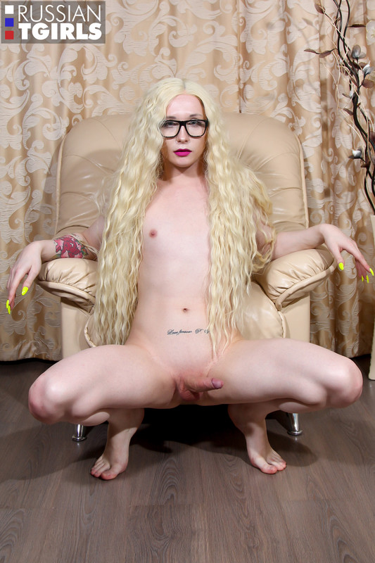Hot Blonde Eva Gets Herself Off! (11 May 2019)