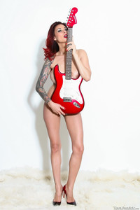 Tera Patrick - Guitare #89050  - 06/09/17