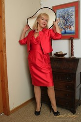 Louise-UK-Auntie-Makes-her-Debut-183x-l7aivgsoxi.jpg