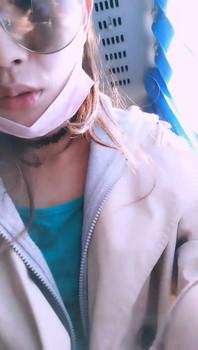 大膽妹子戶外露出,公交車上當著乘客的面大膽了露出臊茓,慢慢紫薇-2019060501