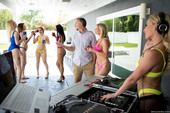Isabelle Deltore Praise The DJ