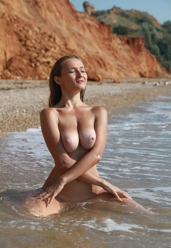 Kamelia Nude Beach