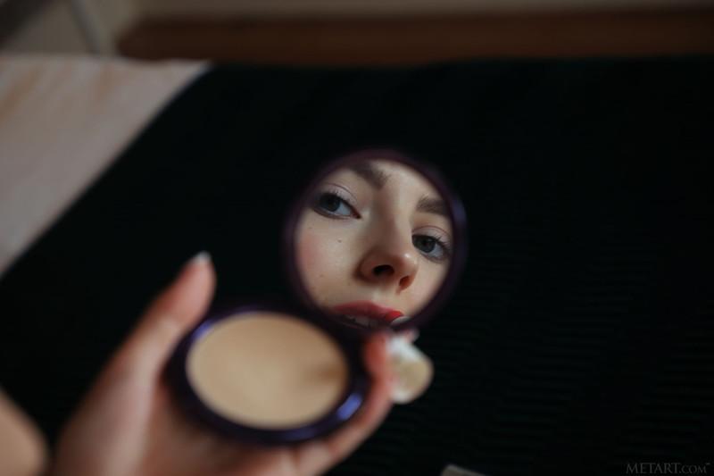 Eva Elfie - is touching up her makeup