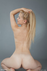 Davina-N-in-Flexibility-x100-5000px-p7fgdigl0o.jpg